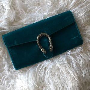 207731c861e2 Gucci Bags - Auth Gucci Dionysus Velvet Clutch